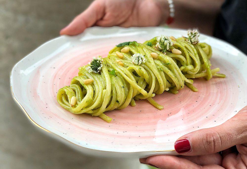 linguine con zucchine e pinoli tostati