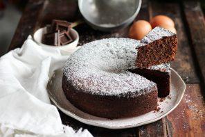 Torta al cioccolato e mandorle: voleva fare la Caprese
